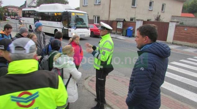 V České Vsi si malí chodci zopakovali, jak správně přecházet přes silnici