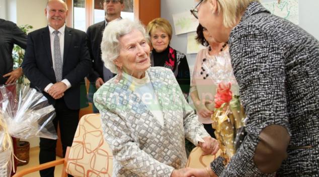 """""""Věřím na léčbu pohybem,"""" říká stoletá Jarmila Drábková"""