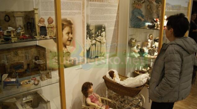 """Šumperské muzeum zve na výstavu """"Co přinesl Ježíšek?"""""""