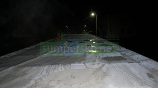 Před jízdou musí řidič z vozidla řádně odstranit led, námrazu i sníh