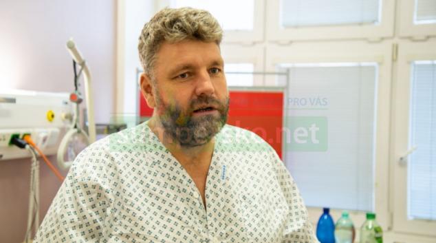 Automobilového jezdce Martina Kolomého propustí z FN Olomouc s osmi šrouby v zádech