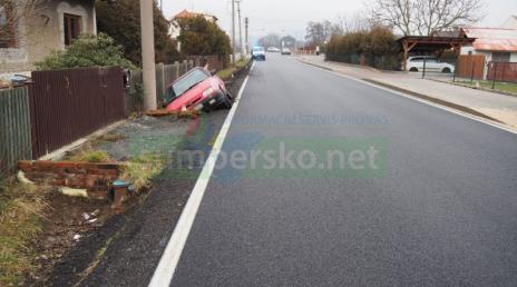Podnapilému řidiči v Dolních Studénkách nestačila silnice