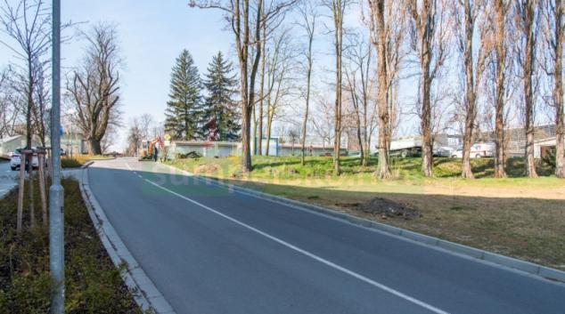 V areálu FN Olomouc vzniknou nové chodníky