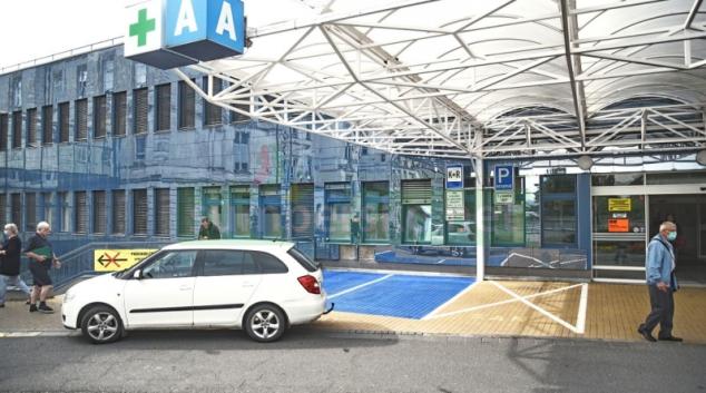 FN Olomouc zavádí modré parkovací zóny před klinikami