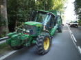 Silnici u Postřelmova blokoval traktor