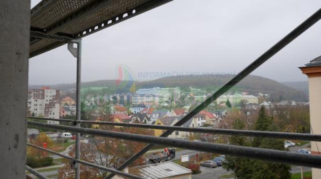 Stavba nové interny ve Šternberku zdárně pokračuje