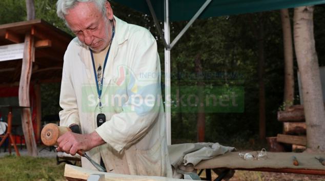 Vnuk připravuje film o svém dědovi, řezbáři Antonínu Suchanovi