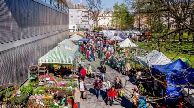 Venkovní Zahradnické trhy místo jarní výstavy Flora Olomouc