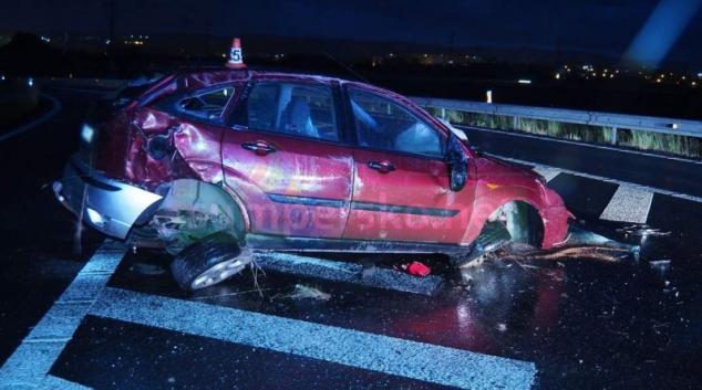 Řidič skončil v travnatém břehu za Postřelmovem