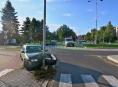 Motorista dostal smyk a s autem skončil ve sloupu veřejného osvětlení