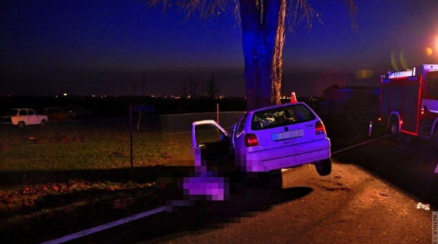 AKTUALIZOVÁNO! Vozidlo u Samotišek narazilo do stromu