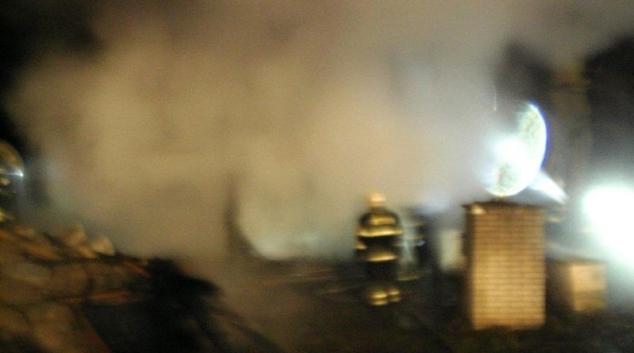 Požár zničil dřevěnou chatu u Křemačovského rybníka