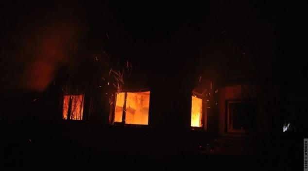 Uvnitř hořícího domku v Tršicích nalezli hasiči mrtvolu jeho majitele