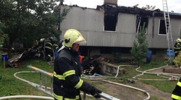 Mohutný požár zničil okál v Jestřebí