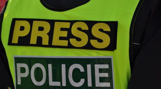 Střešního zloděje chytila policie ve Velkých Losinách přímo při činu