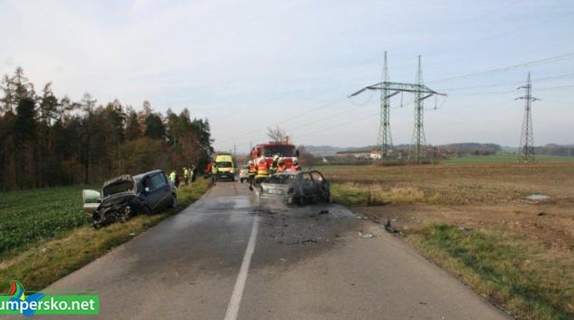 Vozidlo po nehodě začalo hořet. Na vině je alkohol, nebo hazard?