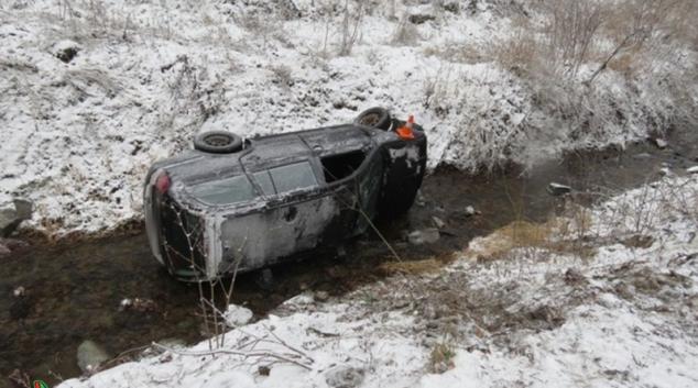 Řidička na Javornicku se převrátila do potoka