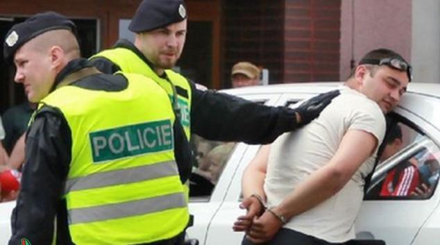 V Šumperku byl při zákroku proti zdrogovanému řidiči lehce zraněn policista