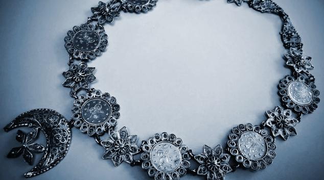 Rozmanitosti šperků se věnuje první samostatná výstava v šumperském muzeu df3b5fa85e