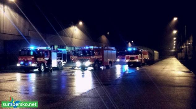 Devadesát minut likvidovalo několik jednotek hasičů požár stroje v mohelnické slévárně