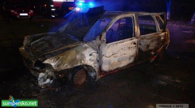 Noční požár osobního auta v Mohelnici