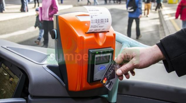 Cestující na Jesenicku mohou využívat bezkontaktní platební karty i v autobusech