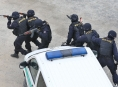 Dva zasahující policisté na Zábřežsku utrpěli zranění při pátrací akci