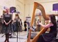 Vlaková nádraží v kraji oživují netradiční koncerty