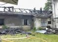 Hasiči likvidovali požár střechy domu ve Velkých Losinách