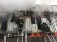 Šest jednotek hasičů několik hodin likvidovalo požár v Uničově
