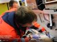 VIDEO.Muž na Litovelsku čistil zahřátý motor, který explodoval