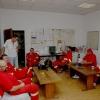 Šumperk - vedoucí dopravy šumperské nemocnice představuje saniťáky      foto: sumpersko.net