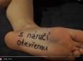 Kapela O5 a Radeček okořenila videoklip milostnými scénami