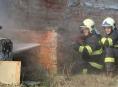 Šumperští hasiči řezali vodním paprskem zdi Sanatorky