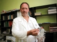 Olomoucký neurochirurg vyvinul unikátní meziobratlový implantát