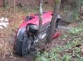 Vozidlo skončilo v korytu potoka za Svébohovem