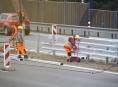 Na R 46  z Olomouce do Vyškova silničáři vyměňují svodidla