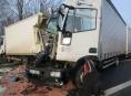 Nehoda dvou nákladních vozidel omezila na hodiny provoz na dálnici D35