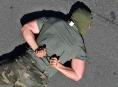 Podnapilý muž na Hanušovicku napadal manželku i policisty