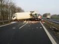 Policisté hledají svědky dopravní nehody na dálnici D 35