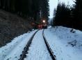 Motorový vlak najel do kmene stromu
