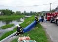 AKTUALIZOVÁNO! Na likvidaci ekologické havárie na Jesenicku se podílí také hasiči