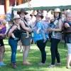 skupiny M.A.Miny tančící s miminky v šátcích    zdroj foto: z.k.