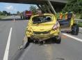 Řidička se polekala housenky a havarovala na dálnici  D35