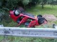 Vymrštěné vozidlo skončilo na střeše