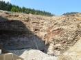 FOTO: Nad dolní nádrží Dlouhých strání se vyztužuje skalní svah