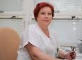 Primářka Renata Michálková představuje speciální kameru, která pomůže odhalit nebezpečné oční onemocnění