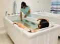 Pacientům šumperské nemocnice pomáhají při rehabilitaci nové moderní přístroje