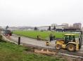 Rekonstrukce zábřežského atletického oválu je v plném proudu