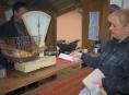 FOTO: V Nemocnici Šumperk se opět rozdávaly ryby na štědrovečerní tabuli